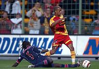 Fotball<br /> Frankrike 2004/05<br /> Lens v Paris Saint Germain<br /> 22. september 2004<br /> Foto: Digitalsport<br /> NORWAY ONLY<br /> BENOIT ASSOU EKOTTO (LENS) / BERNARD MENDY (PSG)