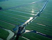 Nederland, Zuid-Holland, Alblasserwaard, 17-10-2003; polder Binnentiendsweg (direkt ten Noorden van Hardinxveld-Giessendam); midden onder de Tiendwegse Molen met, omzoomd door willigen, de Tiendweg (tienden: bijbelse belasting); de verkaveling van de polder wordt diagonaal door de Betuweroute doorsneden; waterhuishouding, drainage, watermolen, waterbeheer, sloten; goederen vervoer, infrastuctuur, verkeer; landschap; Betuwelijn (zie ook andere en eerdere (lucht) foto's van deze lokatie; onderdeel van een project over infrastructuur; STAANDE VARIANT ook leverbaar).Foto Siebe Swart