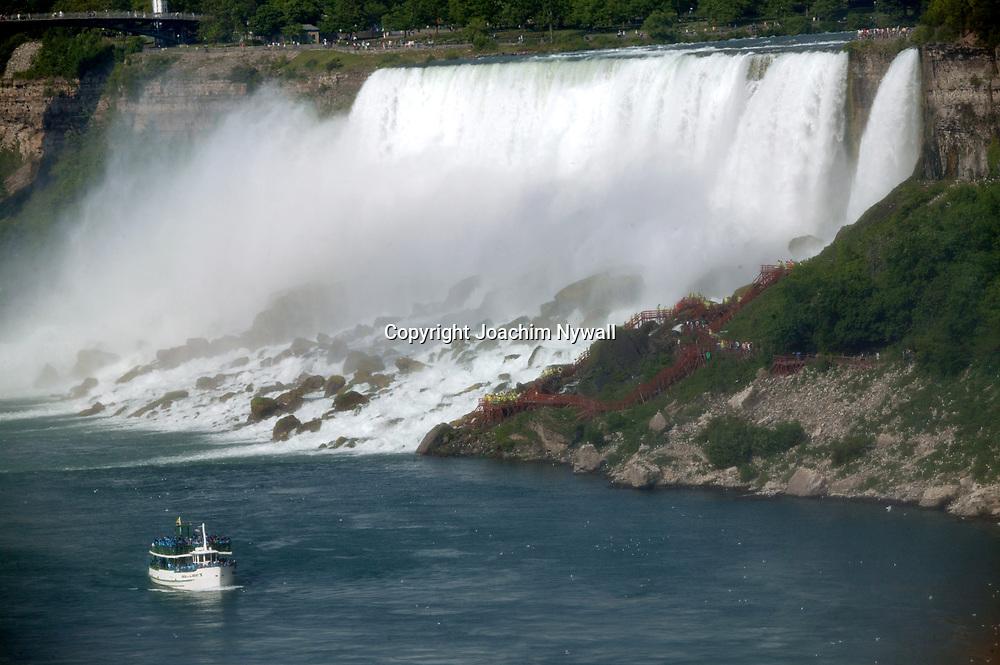 20050611 Niagara Falls Kanada<br /> Niagara fallen fr&aring;n den kanadensiska sidan<br /> <br /> ----<br /> FOTO : JOACHIM NYWALL KOD 0708840825_1<br /> COPYRIGHT JOACHIM NYWALL<br /> <br /> ***BETALBILD***<br /> Redovisas till <br /> NYWALL MEDIA AB<br /> Strandgatan 30<br /> 461 31 Trollh&auml;ttan<br /> Prislista enl BLF , om inget annat avtalas.