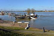 Nederland, Nijmegen, 16-02-2016Het waterpeil van de rivier de Waal stijgt weer. De Opoe Sientje is niet meer via de loopplank te betreden. Het voetgangersbruggetje, wandelbrug de Ooijpoort dat Nijmegen verbindt met de stadswaard in de Ooijpolder is niet meer te gebruiken en de uiterwaarden lopen onder tot aan de dijk. Het vee is naar hoger land gedreven.Foto: Flip Franssen/Hollandse Hoogte