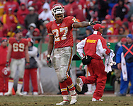 Kansas City Chiefs running back Larry Johnson waves to the crowd, after setting the NFL season rushing attempts record against Jacksonville at Arrowhead Stadium in Kansas City, Missouri, December 31, 2006.  The Chiefs beat the Jaguars 35-30.<br />