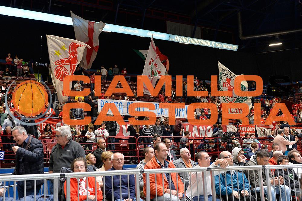 DESCRIZIONE : Milano Eurolega Euroleague 2015-16 <br /> EA7 ARMANI MILANO Vs LABORAL KUTXA VITORIA<br /> GIOCATORE : Pubblico<br /> CATEGORIA : Tifosi<br /> SQUADRA : Olimpia EA7 Emporio Armani Milano<br /> EVENTO : Eurolega Euroleague 2015-2016 GARA : EA7 ARMANI MILANO Vs LABORAL KUTXA VITORIA<br /> DATA : 16/10/2015 <br /> SPORT : Pallacanestro <br /> AUTORE : Agenzia Ciamillo-Castoria/I.Mancini <br /> Galleria : Eurolega Euroleague 2015-2016 Fotonotizia : Milano Eurolega Euroleague 2015-16 EA7 ARMANI MILANO Vs LABORAL KUTXA VITORIA<br /> Predefinita :