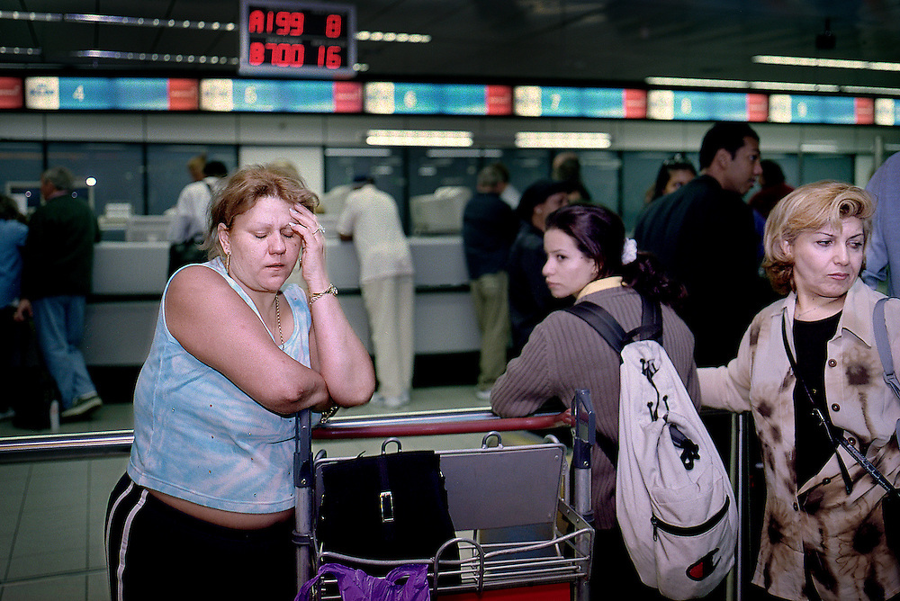 Netherlands. Amsterdam, 11-09-2001. Photo: Patrick Post<br /> Emotional and confused American passengers at Schiphol airport can not fly back to the United States in connection with the terrorist attacks on New York and Washington.