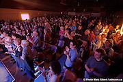Public lors du concert de Luc De Larochellière, Passeur du 29e Festival en Chanson de Petite-Vallée couvert pour Francophonie Express -  Gaspésie / Petite_Vallée / Canada / 2011-06-25, © Photo Marc Gibert / adecom.ca