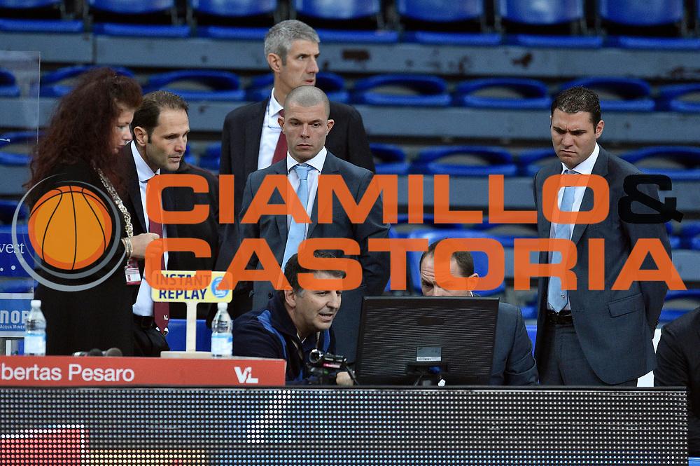 DESCRIZIONE : Pesaro Lega A 2015-16 Consultinvest Pesaro - Obiettivo Lavoro Bologna<br /> GIOCATORE : arbitro<br /> CATEGORIA : arbitro pregame before curiosita<br /> SQUADRA : arbitro<br /> EVENTO : Campionato Lega A 2015-2016<br /> GARA : Consultinvest Pesaro - Obiettivo Lavoro Bologna<br /> DATA : 25/10/2015<br /> SPORT : Pallacanestro <br /> AUTORE : Agenzia Ciamillo-Castoria/GiulioCiamillo<br /> Galleria : Lega Basket A 2015-2016 <br /> Fotonotizia : Pesaro Lega A 2015-16 Consultinvest Pesaro - Obiettivo Lavoro Bologna<br /> Predefinita :