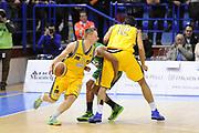 DESCRIZIONE : Porto San Giorgio Lega A 2013-14 Sutor Montegranaro Montepaschi Siena<br /> GIOCATORE : Dimitri Lauwers<br /> CATEGORIA : palleggio blocco<br /> SQUADRA : Sutor Montegranaro Montepaschi Siena<br /> EVENTO : Campionato Lega A 2013-2014<br /> GARA : Sutor Montegranaro Montepaschi Siena<br /> DATA : 03/03/2014<br /> SPORT : Pallacanestro <br /> AUTORE : Agenzia Ciamillo-Castoria/C.De Massis<br /> Galleria : Lega Basket A 2013-2014  <br /> Fotonotizia : Porto San Giorgio Lega A 2013-14 Sutor Montegranaro Montepaschi Siena<br /> Predefinita :