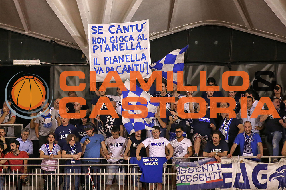 DESCRIZIONE : Roma Lega A 2012-2013 Acea Roma Lenovo Cantu playoff semifinale gara 7<br /> GIOCATORE : <br /> CATEGORIA : tifosi fan supporter<br /> SQUADRA : Lenovo Cantu<br /> EVENTO : Campionato Lega A 2012-2013 playoff semifinale gara 7<br /> GARA : Acea Roma Lenovo Cantu<br /> DATA : 06/06/2013<br /> SPORT : Pallacanestro <br /> AUTORE : Agenzia Ciamillo-Castoria/ElioCastoria<br /> Galleria : Lega Basket A 2012-2013  <br /> Fotonotizia : Roma Lega A 2012-2013 Acea Roma Lenovo Cantu playoff semifinale gara 7<br /> Predefinita :