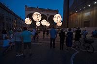 """05 JUN 2015, MUNICH/GERMANY:<br /> Installation der entwicklungspolitischen Lobby- und Kampagnenorganisation ONE, mit Riesenballons, auf denen die Koepfe der G7 Regierungschefs abgebildet sind und mit dnen """"mehr als heisse Luft"""" beim Kampf gegen extreme Armut gefordert wird, Odenonsplatz<br /> IMAGE: 20150605-03-010<br /> KEYWORDS: München, ONE.org, Kampagne, Politiker, Gesichter, Aktion, Demonstration, Demo"""