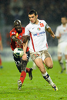 FOOTBALL - FRENCH CHAMPIONSHIP 2011/2012 - EA GUINGAMP v CS SEDAN  - 19/12/2011 - PHOTO PASCAL ALLEE / DPPI - NICOLAS FAUVERGUE (SED) / ELHADJI MOUSTAPHA DIALLO (EAG)