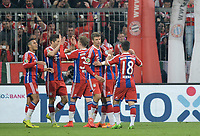 Fotball<br /> Tyskland<br /> 28.04.2015<br /> Foto: Witters/Digitalsport<br /> NORWAY ONLY<br /> <br /> 1:0 Jubel v.l. Thiago Alcantara, Torschuetze Robert Lewandowski, Mitchell Weiser, Thomas Mueller, Juan Bernat (Bayern)<br /> <br /> Fussball, DFB-Pokal, Halbfinale, FC Bayern München - Borussia Dortmund