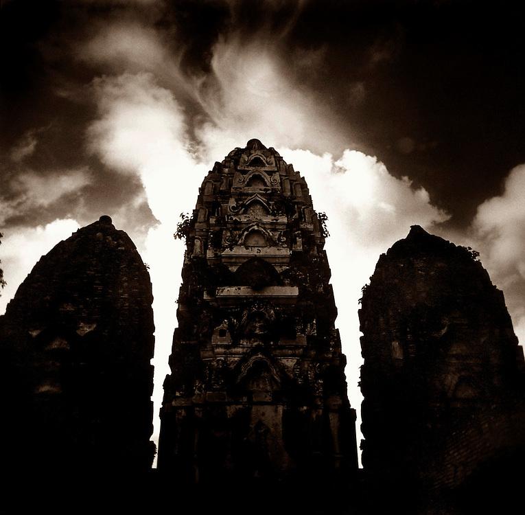 Towers - Wat Si Sawai - Sukothai, Thailand