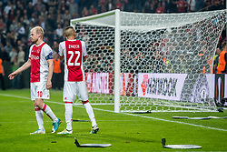 24-05-2017 SWE: Final Europa League AFC Ajax - Manchester United, Stockholm<br /> Finale Europa League tussen Ajax en Manchester United in het Friends Arena te Stockholm / Davy Klaassen (C) #10 of Ajax maant zijn supporters tot rust en te stoppen met stoeltjes te gooien
