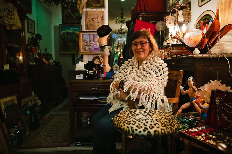 Los accesorios retro son característicos de Malasaña. Hay tiendas dedicadas a ellos, como el 8 Pulgas.