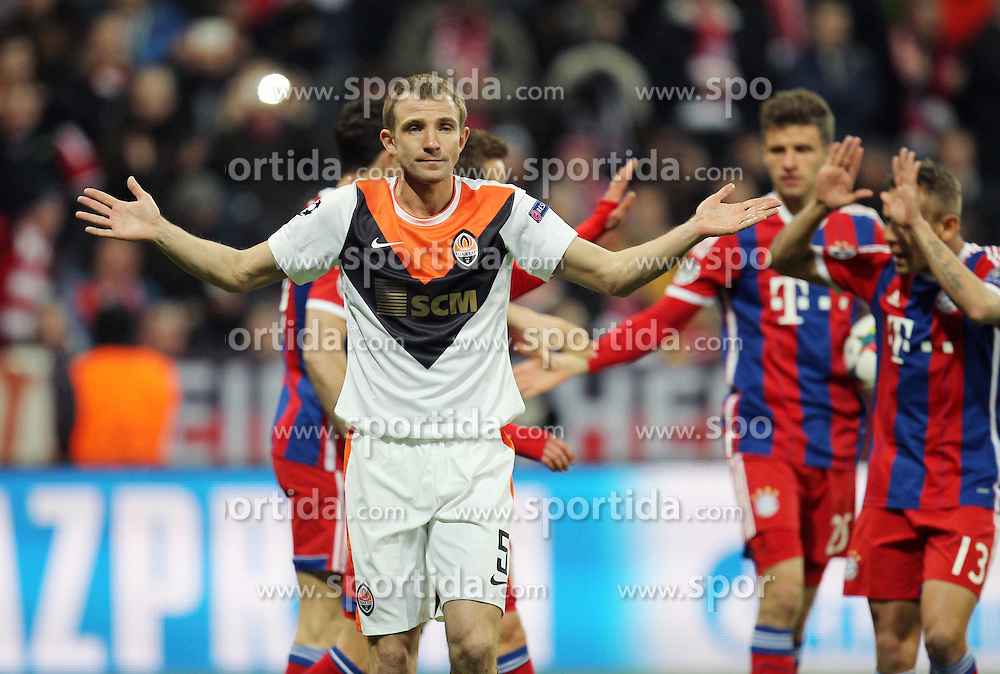 11.03.2015, Allianz Arena, Muenchen, GER, UEFA CL, FC Bayern Muenchen vs Schachtjor Donezk, Achtelfinal, R&uuml;ckspiel, im Bild enttaeuschung bei Oleksandr Kucher #5 (Schachtar Donezk) // during the UEFA Champions League Round of 16, 2nd Leg match between FC Bayern Munich and Shakhtar Donezk at the Allianz Arena in Muenchen, Germany on 2015/03/11. EXPA Pictures &copy; 2015, PhotoCredit: EXPA/ Eibner-Pressefoto/ Kolbert<br /> <br /> *****ATTENTION - OUT of GER*****