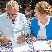 20150709 Gordon boekcontract ondertekening