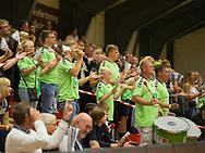 HÅNDBOLD: Stemning på tilskuerpladserne under kampen i 888-Ligaen mellem Nordsjælland Håndbold og Århus Håndbold den 2. september 2017 i Helsinge Hallen. Foto: Claus Birch.