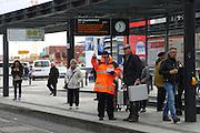 Mannheim. 01.03.17 | BILD- ID 085 |<br /> Innenstadt. Plankenumbau. Auswirkungen auf den Stra&szlig;enbahnverkehr. Am Hauptbahnhof informieren rnv Mitarbeiter &uuml;ber die Plan&auml;nderungen und Streckenverbindungen.<br /> - rnv Mitarbeiter G&uuml;nter Daum<br /> Bild: Markus Prosswitz 01MAR17 / masterpress (Bild ist honorarpflichtig - No Model Release!)