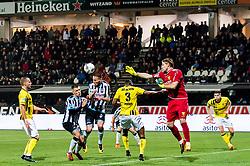 (L-R) Lennart Thy of VVV Venlo, Reuven Niemeijer of Heracles Almelo, Paul Gladon of Heracles Almelo, Jerold Promes of VVV Venlo, goalkeeper Lars Unnerstall of VVV Venlo during the Dutch Eredivisie match between Heracles Almelo and VVV Venlo at Polman stadium on October 28, 2017 in Almelo, The Netherlands