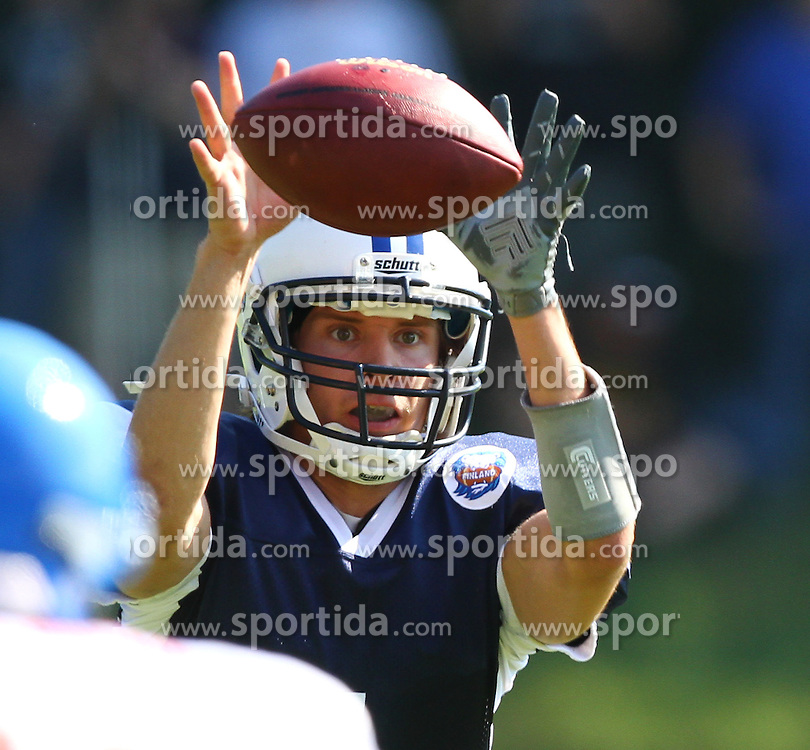 31.07.2010, Commerzbank Arena, Frankfurt, GER, Football EM 2010, Game for Place 5, Team Great Britain vs Team Finland, im Bild Snap zu Miro Kadmiry, (Team Finland, QB, #1) ,  EXPA Pictures © 2010, PhotoCredit: EXPA/ T. Haumer / SPORTIDA PHOTO AGENCY
