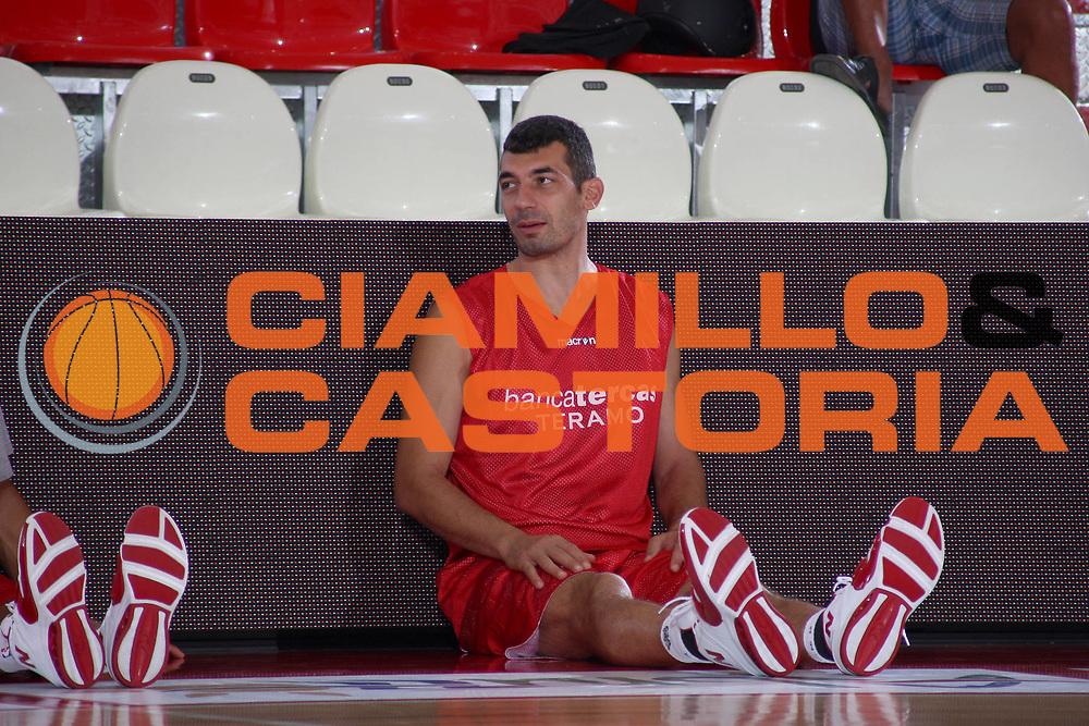 DESCRIZIONE : Teramo Lega A 2009-10 Basket Bancatercas Teramo Allenamento<br /> GIOCATORE : Gianluca Lulli<br /> SQUADRA : Bancatercas Teramo<br /> EVENTO : Campionato Lega A 2009-2010 <br /> GARA : <br /> DATA : 02/09/2009<br /> CATEGORIA : Allenamento ritratto<br /> SPORT : Pallacanestro <br /> AUTORE : Agenzia Ciamillo-Castoria/C.De Massis