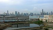 El Club Unión abrió sus puertas en 1917 para la entonces clase alta panameña. Su diseño fue inspiración del arquitecto estadounidense James Wright, quien también trabajó en los planos del famoso Hospital Santo Tomás. A finales de los años sesenta, las famosas fiestas aristocráticas se mudaron al barrio de Paitilla y el inmueble pasó a ser centro de recreación para las tropas de la Guardia Nacional. De ahí su segundo nombre como Club de Clases y Tropas..Tras la invasión a Panamá por parte del Ejército de Estados Unidos, el sitio fue abandonado. En el año 2001 varios grupos artísticos comenzaron a usar sus ruinas como escenario de eventos sociales y festivales.