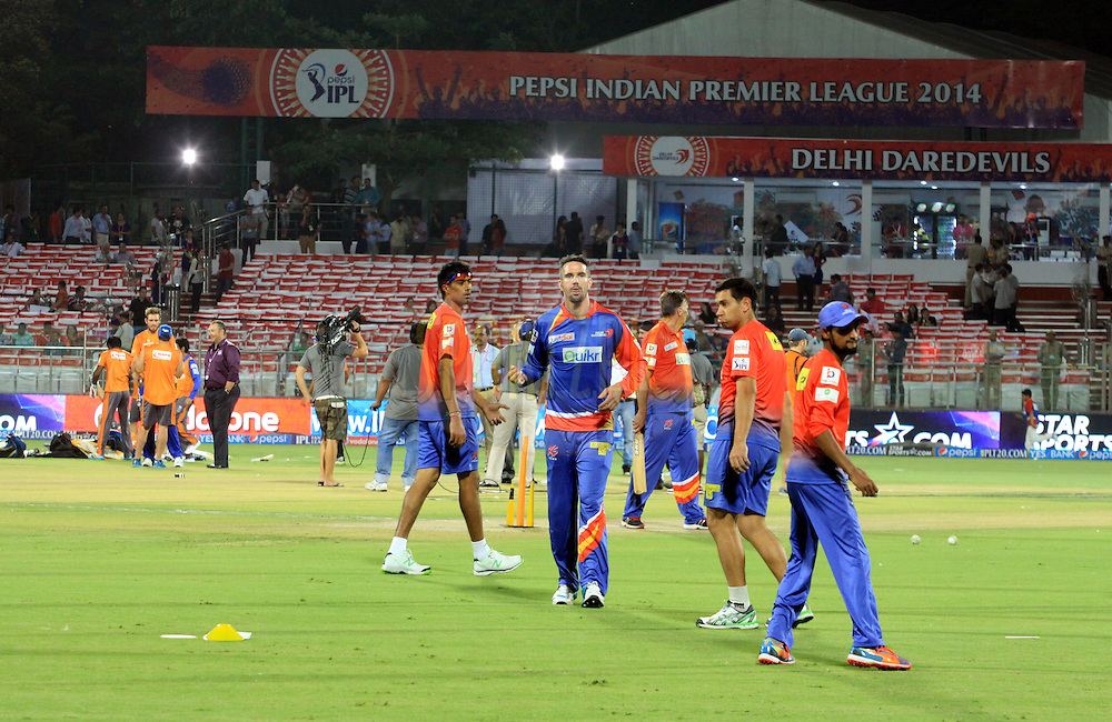 Kevin Pietersen captain of of the Delhi Daredevils with team players during match 23 of the Pepsi Indian Premier League Season 2014 between the Delhi Daredevils and the Rajasthan Royals held at the Feroze Shah Kotla cricket stadium, Delhi, India on the 3rd May  2014<br /> <br /> Photo by Arjun Panwar / IPL / SPORTZPICS<br /> <br /> <br /> <br /> Image use subject to terms and conditions which can be found here:  http://sportzpics.photoshelter.com/gallery/Pepsi-IPL-Image-terms-and-conditions/G00004VW1IVJ.gB0/C0000TScjhBM6ikg