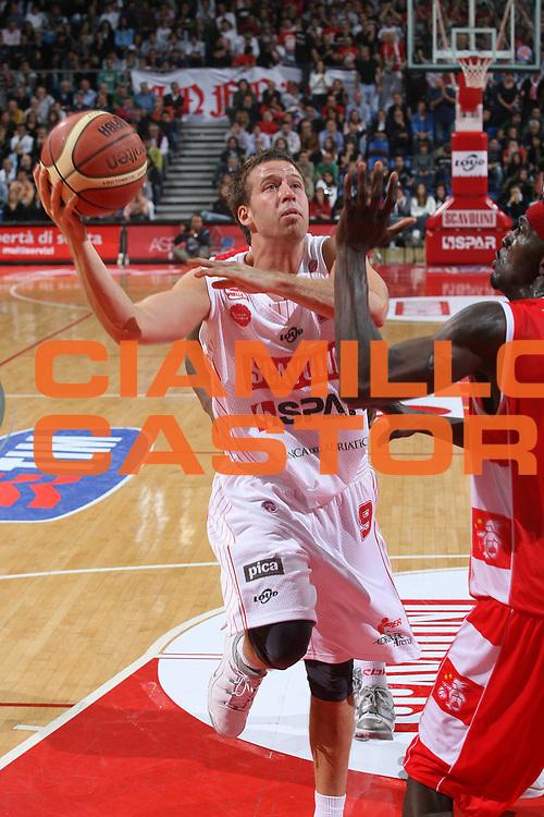 DESCRIZIONE : Pesaro Lega A1 2007-08 Scavolini Spar Pesaro Armani Jeans Milano <br /> GIOCATORE : Robert Fultz<br /> SQUADRA : Scavolini Spar Pesaro <br /> EVENTO : Campionato Lega A1 2007-2008 <br /> GARA : Scavolini Spar Pesaro Armani Jeans Milano <br /> DATA : 14/10/2007 <br /> CATEGORIA : Tiro<br /> SPORT : Pallacanestro <br /> AUTORE : Agenzia Ciamillo-Castoria/M.Marchi