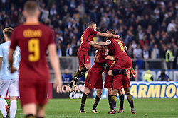 November 18, 2017 - Rome, Italy - Players of Roma celebrate the victory at the end of  the Serie A match between Roma and Lazio at Olympic Stadium, Roma, Italy on 18 November 2017. (Credit Image: © Giuseppe Maffia/NurPhoto via ZUMA Press)