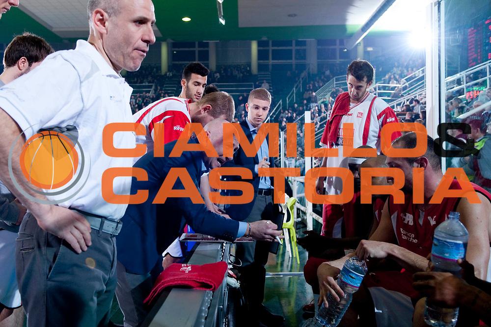 DESCRIZIONE : Avellino Lega A 2011-12 Sidigas Avellino Scavolini Siviglia Pesaro<br /> GIOCATORE : Luca Dalmonte Team Scavolini Siviglia Pesaro<br /> SQUADRA : Scavolini Siviglia Pesaro<br /> EVENTO : Campionato Lega A 2011-2012<br /> GARA : Sidigas Avellino Scavolini Siviglia Pesaro<br /> DATA : 17/03/2012<br /> CATEGORIA : time out<br /> SPORT : Pallacanestro<br /> AUTORE : Agenzia Ciamillo-Castoria/G.Buco<br /> Galleria : Lega Basket A 2011-2012<br /> Fotonotizia : Avellino Lega A 2011-12 Sidigas Avellino Scavolini Siviglia Pesaro<br /> Predefinita :