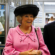 NLD/Utrecht/20100609 - Koninging Beatrix opent nieuwe Universiteitskliniek Gezelschapsdieren faculteit Diergeneeskunde Universiteit Utrecht