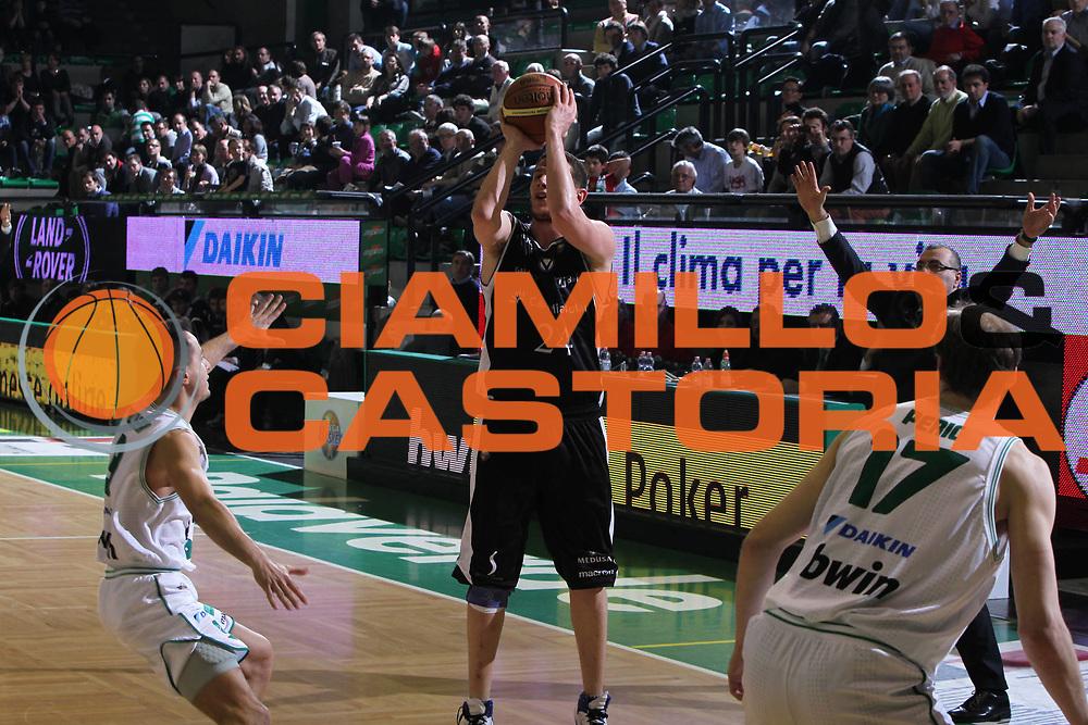 DESCRIZIONE : Treviso Lega A 2010-11 Benetton Treviso Canadian Solar Bologna<br /> GIOCATORE : Valerio Amoroso<br /> SQUADRA : Canadian Solar Bologna<br /> EVENTO : Campionato Lega A 2010-2011 <br /> GARA : Benetton Treviso Canadian Solar Bologna<br /> DATA : 26/03/2011<br /> CATEGORIA : Tiro<br /> SPORT : Pallacanestro <br /> AUTORE : Agenzia Ciamillo-Castoria/M.Contessa<br /> Galleria : Lega Basket A 2010-2011 <br /> Fotonotizia : Treviso Lega A 2010-11 Benetton Treviso Canadian Solar Bologna<br /> Predefinita :