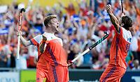 AMSTELVEEN -  Mink van der Weerden (Ned) heeft de stand op 2-3 gebracht tijdens de finale Belgie-Nederland (2-4) bij de Rabo EuroHockey Championships 2017. rechts Bob de Voogd (Ned)  COPYRIGHT KOEN SUYK