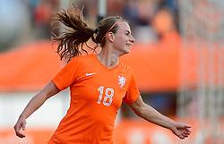 20-05-2015 NED: Nederland - Estland vrouwen, Rotterdam<br /> Oefeninterland Nederlands vrouwenelftal tegen Estland. Dit is een 'uitzwaaiwedstrijd'; het is de laatste wedstrijd die de Nederlandse vrouwen spelen in Nederland, voorafgaand aan het WK damesvoetbal 2015 / Renate Jansen #18