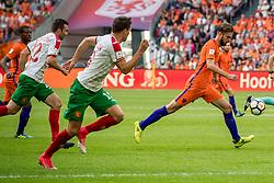 03-09-2017 NED: WK Kwalificatie Nederland - Bulgarije, Amsterdam<br /> Het Nederlands elftal heeft de hoop op deelname aan het WK van volgend jaar in Rusland levend gehouden. Na het echec van Parijs greep Oranje tegen Bulgarije in Amsterdam de laatste strohalm: 3-1 / Davy Propper #10