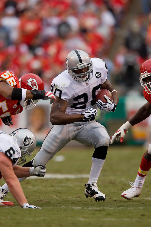 KANSAS CITY, MO - SEPTEMBER 14:   Darren McFadden #20 of the Oakland Raiders runs with the ball against the Kansas City Chiefs at Arrowhead Stadium on September 14, 2008 in Kansas City, Missouri.  The Raiders defeated the Chiefs 23-8.  (Photo by Wesley Hitt/Getty Images) *** Local Caption *** Darren McFadden
