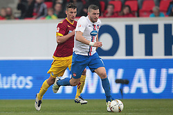 23.04.2016, Voith Arena, Heidenheim, GER, 2. FBL, 1. FC Heidenheim vs SC Paderborn 07, 31. Runde, im Bild Dominik Wydra ( SC Paderborn 07 ) hinter Torjaeger Robert Leipertz ( 1.FC Heidenheim ) // during the 2nd German Bundesliga 31th round match between 1. FC Heidenheim vs SC Paderborn 07 at the Voith Arena in Heidenheim, Germany on 2016/04/23. EXPA Pictures &copy; 2016, PhotoCredit: EXPA/ Eibner-Pressefoto/ Bozler<br /> <br /> *****ATTENTION - OUT of GER*****