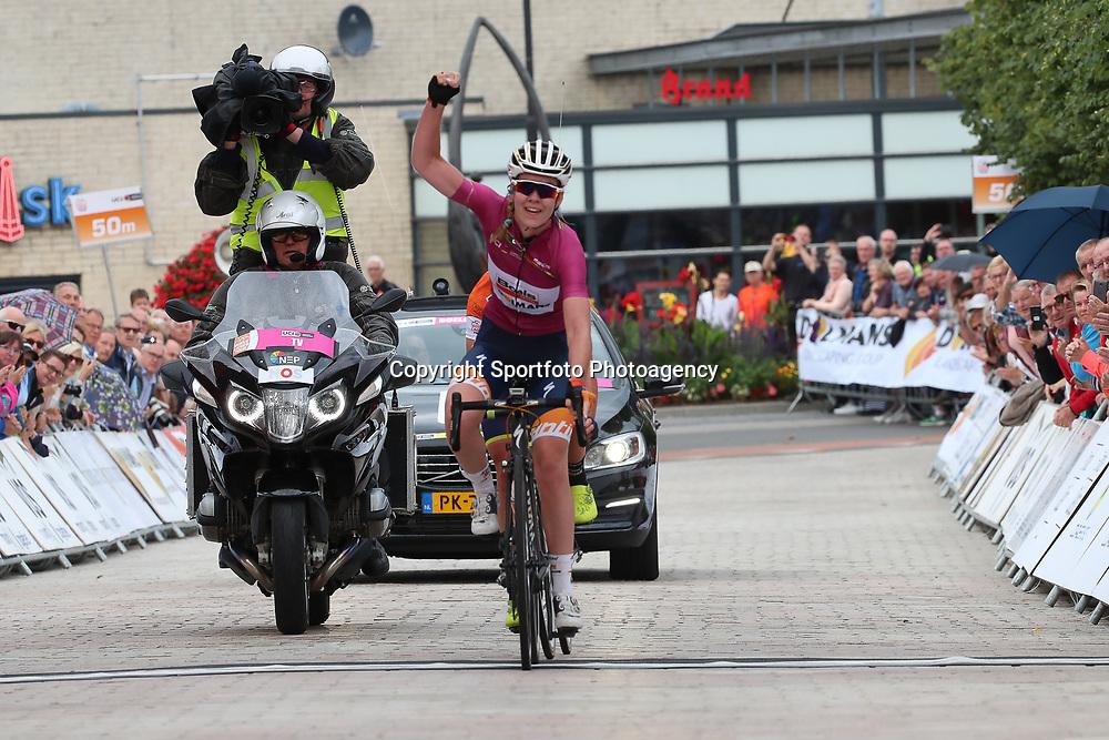 02-09-2017: Wielrennen: Boels Ladies Tour: Vaals  <br /> Anna van der Breggen heeft de vijfde etappe van de Boels Ladies Tour gewonnen. De olympisch kampioene reed in de finale weg met klassementsleidster Annemiek van Vleuten en toonde zich de snelste in de sprint.