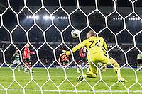 EINDHOVEN - PSV - Sparta Rotterdam , Voetbal , Eredivisie , Seizoen 2016/2017 , Philips Stadion , 22-10-2016 , PSV keeper Remko Pasveer redt maar net