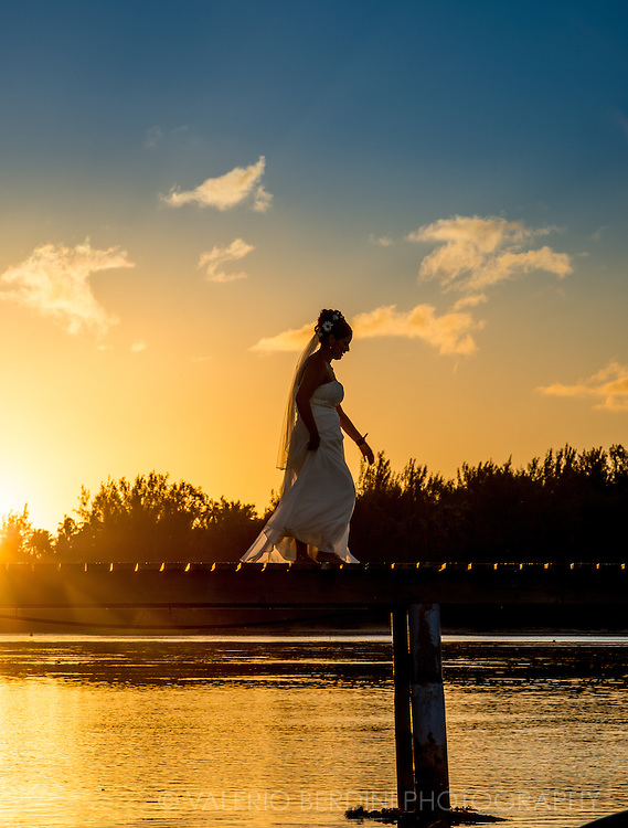 Being one of the favourite honeymoon destinations, many couples come to French Polynesia with their wedding dress and suits to wear them again for a portrait session in the islands. This bride was shooting at sunset on a pier in Moorea.