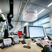 Nederland,Hoofddorp ,1 december 2008..StudentenWerk uitzendbureau is marktleider in het uitzenden van studenten voor parttime- en tijdelijke fulltime functies..Op de foto werkzaamheden op het hoofdkantoor van Studentenwerk..Foto:Jean-Pierre Jans