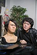Professor Hiroshi Ishiguro och en version av roboten Geminoid som ser ut som honom sj&auml;lv. Den f&ouml;rsta versionen tillverkade han 2006. Osaka University, Japan<br /> (Geminoid HI-5)<br /> <br /> <br /> Professor Hiroshi Ishiguro together with the robot Geminoid HI-5. Osaka University, Japan<br /> <br /> Photographer: Christina Sj&ouml;gren<br /> Copyright 2018, All Rights Reserved