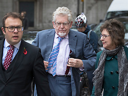 © Licensed to London News Pictures. 07/11/2017. London, UK. Rolf Harris (C) arrives at The High Court to launch a new application to challenge his conviction for sex offences. Photo credit: Peter Macdiarmid/LNP