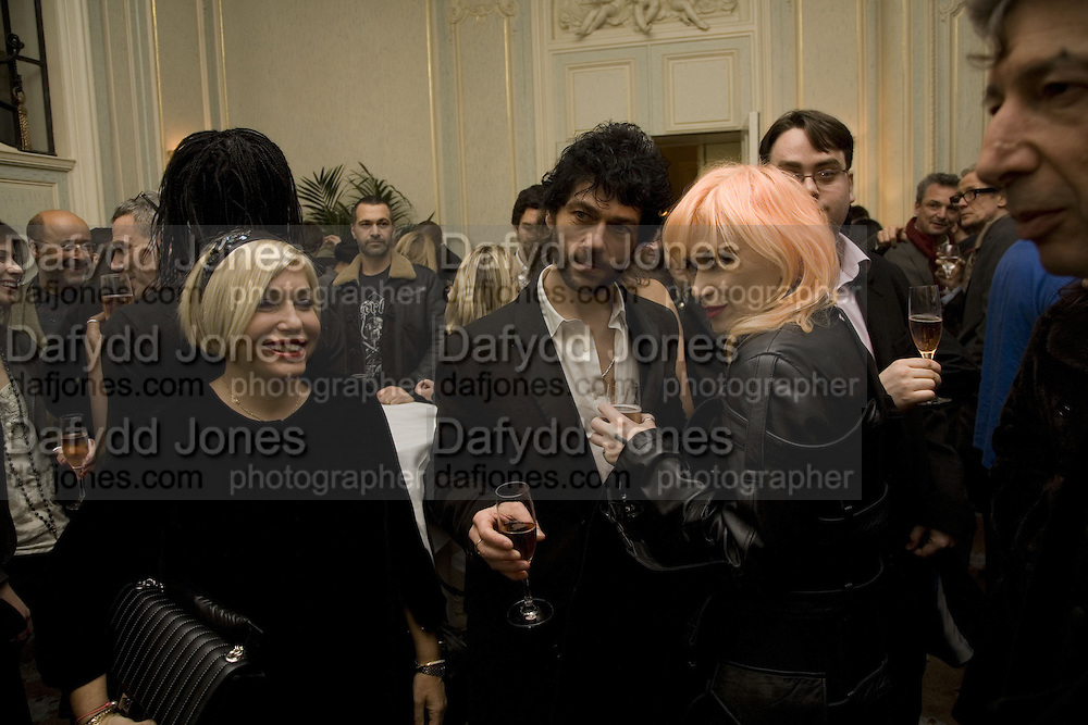 BRIX SMITH-START, TIM NOBLE AND PAM HOGG. Tim Noble and Sue Webster: Sacrificial Heart. Gagosian . Davies St. London and afterwards Claridges. 11 December 2007. . -DO NOT ARCHIVE-© Copyright Photograph by Dafydd Jones. 248 Clapham Rd. London SW9 0PZ. Tel 0207 820 0771. www.dafjones.com.