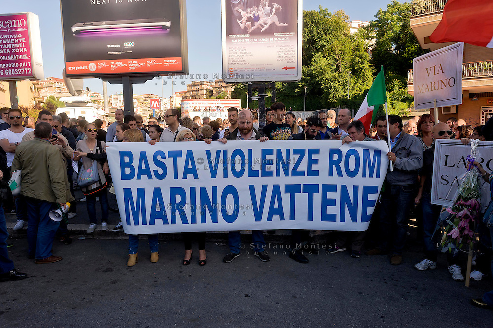 Roma, 28 Maggio 2015<br /> Manifestazione contro i rom dopo che mercoled&igrave; sera un&rsquo;auto  con tre rom a bordo, in via Battistini, ha travolto nove persone, uccidendo sul colpo la filippina di 44 anni, Corazon Perez Abordo.<br /> Rome, May 28, 2015<br /> Demonstration against roma  after that  wednesday night a car with three roma on board, in via Battistini,he struck  nine people, instantly killing the 44 year old filipina  Corazon Abordo Perez.