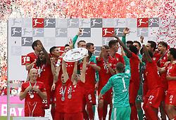 18.05.2019, Allianz Arena, Muenchen, GER, 1. FBL, FC Bayern Muenchen vs Eintracht Frankfurt, 34. Runde, Meisterfeier nach Spielende, im Bild Die Spieler des FCB jubeln mit Meister Schale // during the celebration after winning the championship of German Bundesliga season 2018/2019. Allianz Arena in Munich, Germany on 2019/05/18. EXPA Pictures © 2019, PhotoCredit: EXPA/ SM<br /> <br /> *****ATTENTION - OUT of GER*****