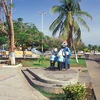 Escultura de pirata, Paseo Colon, Puerto La Cruz, Anzoategui, Venezuela