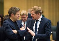 DEU, Deutschland, Germany, Berlin, 02.03.2018: Dr. Robert Habeck (Grüne), Umweltminister in Schleswig-Holstein und Schleswig-Holsteins Ministerpräsident Daniel Günther (CDU) vor einer Sitzung im Bundesrat.
