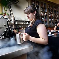 Nederland, Amsterdam , 11 september 2012..De vestiging van De Koffie Salon aan de Utrechtsestraat in Amsterdam is de winnaar van de eerste landelijke Misset Horeca Koffie Top 100. Volgens de jury dankt de Koffie Salon de nummer 1 positie aan de constante kwaliteit van de koffie..Foto:Jean-Pierre Jans