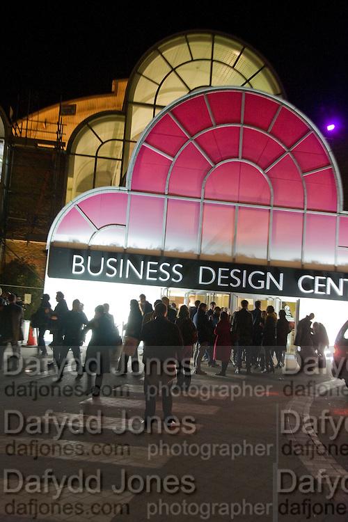 Preview evening for the London Art Fair. Business Design Centre. Islington. London. 13 January 2009.  *** Local Caption *** -DO NOT ARCHIVE -Copyright Photograph by Dafydd Jones. 248 Clapham Rd. London SW9 0PZ. Tel 0207 820 0771. www.dafjones.com<br /> Preview evening for the London Art Fair. Business Design Centre. Islington. London. 13 January 2009.