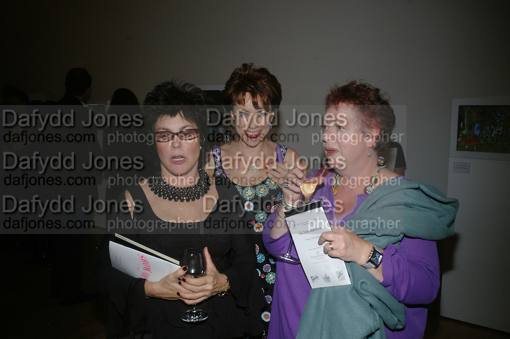 RUBY WAX, KATHY LETTE AND JO BRAND, ' Show Off' Theo Fennell exhibition co-hosted wit Vanity Fair. Royal Academy. Burlington Gdns. London. 27 September 2007. -DO NOT ARCHIVE-© Copyright Photograph by Dafydd Jones. 248 Clapham Rd. London SW9 0PZ. Tel 0207 820 0771. www.dafjones.com.